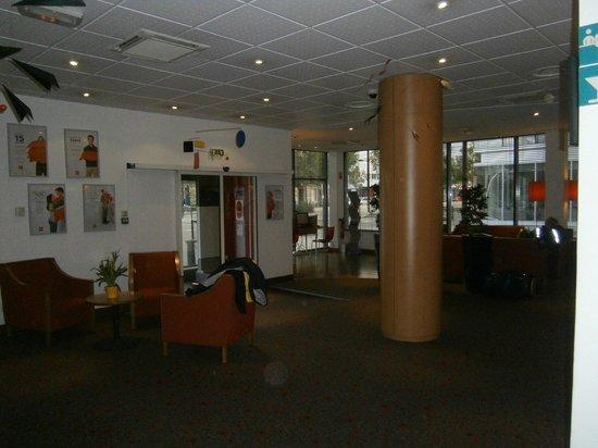 Ibis Bordeaux Centre Bastide : Reception area