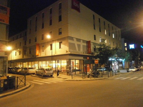 Ibis Bordeaux Centre Bastide : View from outside