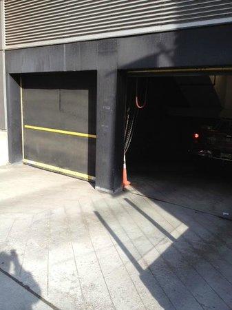 entrée de garage face a l\'hotel - Picture of Hotel Royal William ...