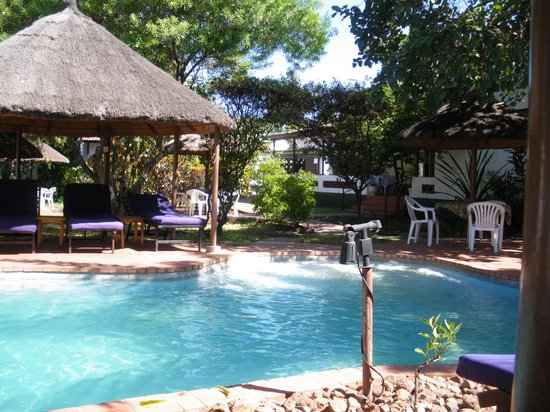 Chanters Lodge: View of the pool