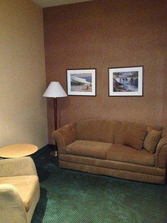 Hotel Royal William : salon a l'entrée de la chambre