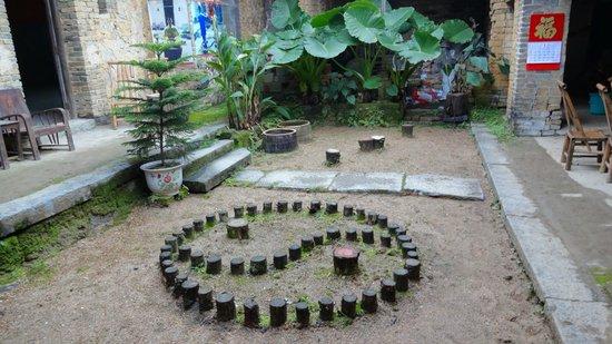 Yangshuo Traditional T'ai Chi School: im Innenhof der Taichi-Schule