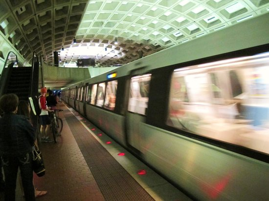 DoubleTree by Hilton - Washington DC - Crystal City: Metro to downtown