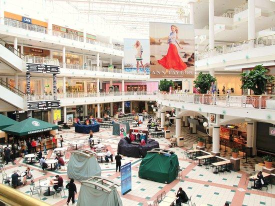 DoubleTree by Hilton - Washington DC - Crystal City: 4-story Fashion Centre Mall