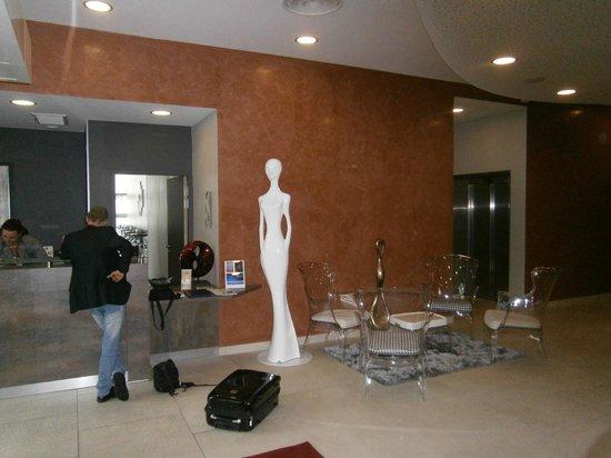 Seven Urban Suites Nantes Centre : Reception area