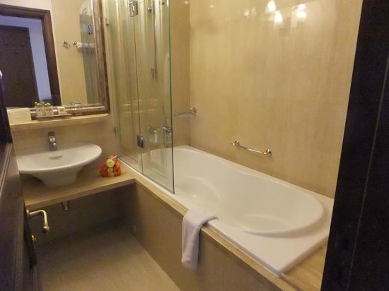 Crystal Palace Boutique Hotel: bathroom
