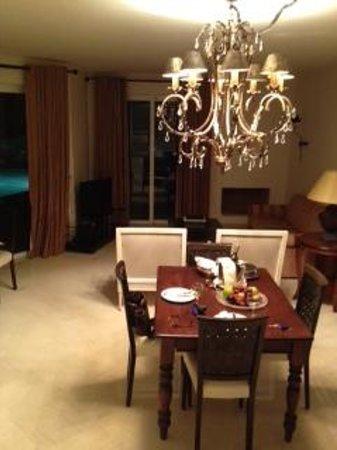 Elounda Gulf Villas & Suites: Dining area of pool villa