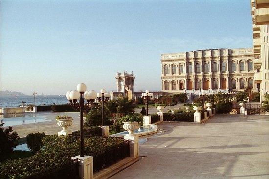 Ciragan Palace Kempinski Istanbul : Piscine