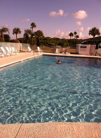 Days Inn & Suites Jekyll Island: pool