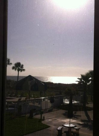 Days Inn & Suites Jekyll Island: left view of 2nd pool from 2nd floor dining room window