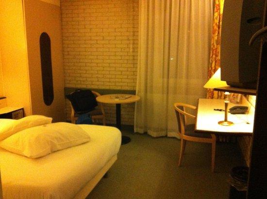 Postillion Hotel Haren Groningen: bloemetjesgordijn