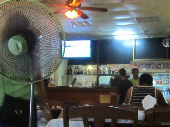 Tandoori Nights: Bar