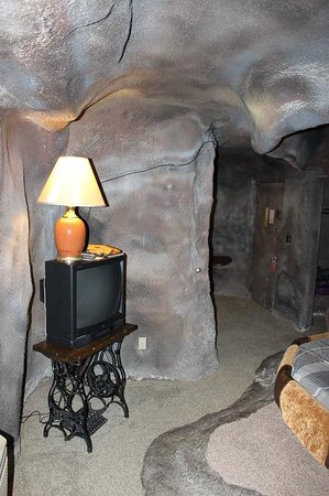 Don Q Inn: Cave Central