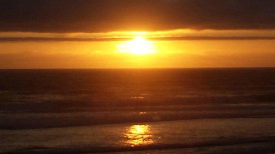 Surfside Resort: Sunset