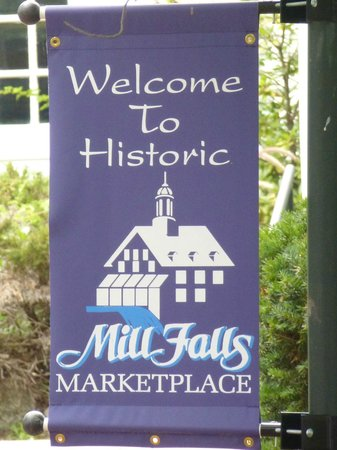 Mill Falls at the Lake: entrance sign