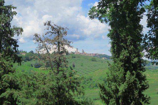 Fortezza de'Cortesi: View to San Gimignano