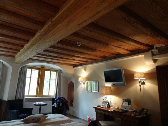 Hotel Herrnschloesschen: beam ceiling in Amaryllis room