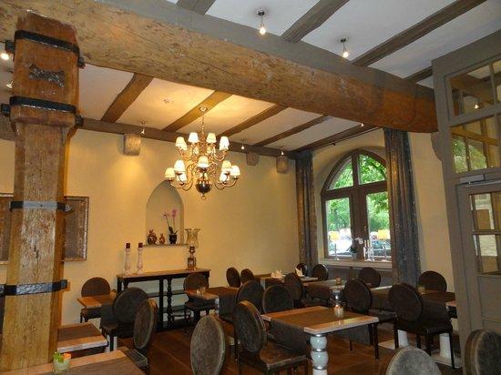 Hotel Herrnschloesschen: beam ceiling in dining room