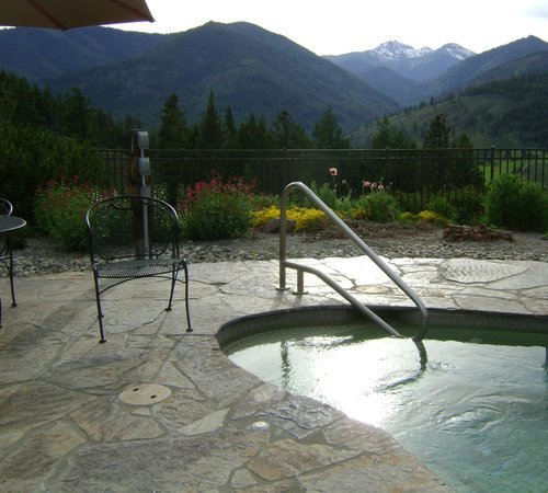 Sun Mountain Lodge: The view from the hot tub. Wow!