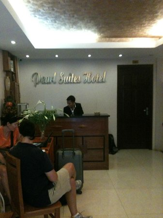 Pearl Suites Grand Hotel: Reception