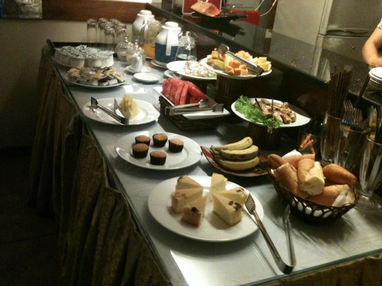 Pearl Suites Grand Hotel: Breakfast time
