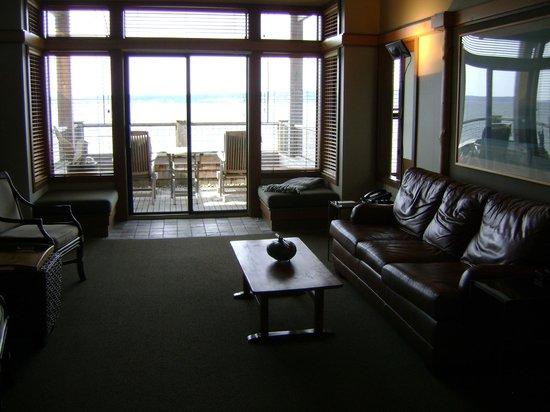 Inn at Langley: The living room. Lovely!