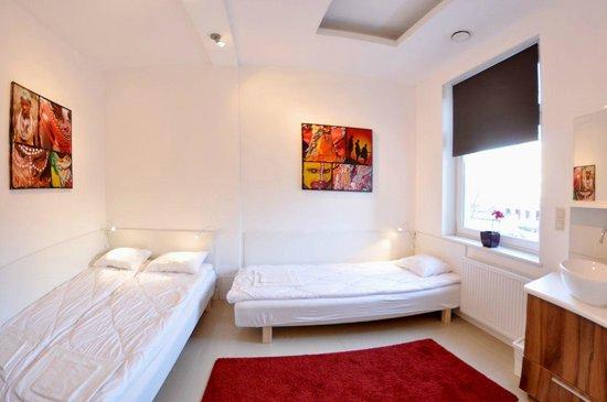 Midtown Hostel: twin comfort room
