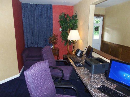 Governor House Inn: Business center