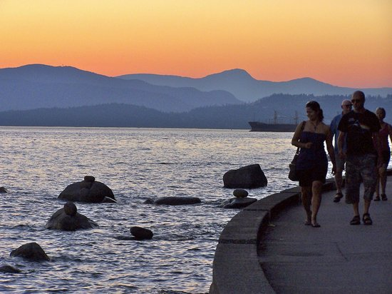 Vancouver Seawall: Sunset on the seawall at Stanley Park, Vancouver