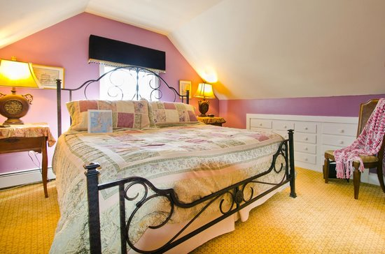 Inn Bliss Bed & Breakfast: King Suite with sitting room, private bath