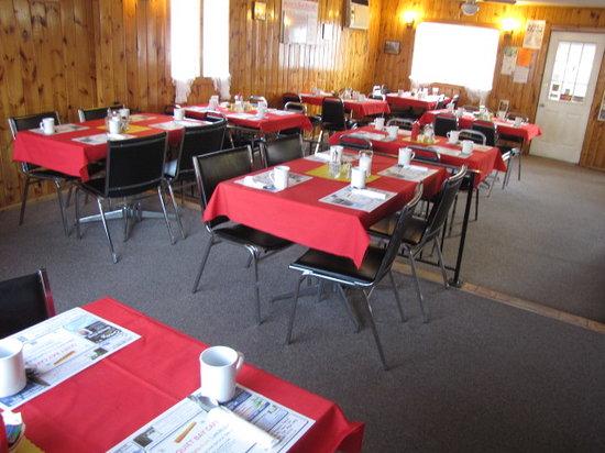 Quiet Bay Log Motel and Bed & Breakfast: Quiet Bay Café