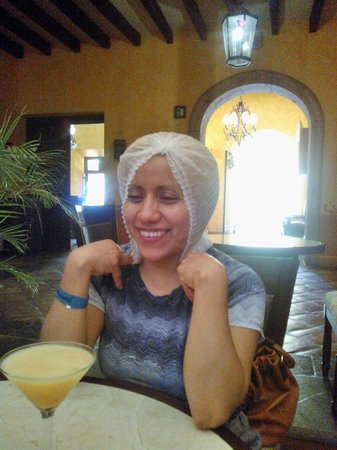 La Rojeña: Sin quitarse la cofia disfruto de una rica bebida