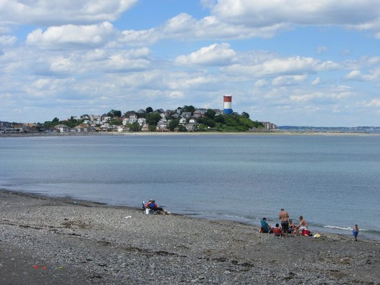 Deer Island HarborWalk: A rocky beach
