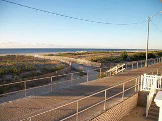 Ocean Front Motel: BEACH