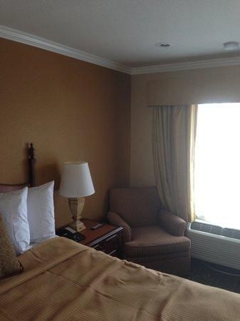 Howard Johnson Inn San Diego State University Area: New Room With Sitting