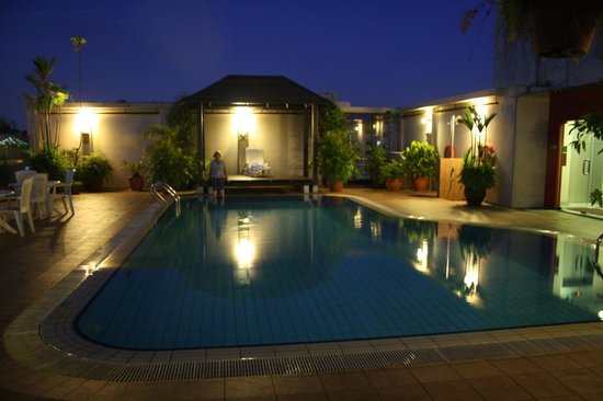 30 Bencoolen: Nice private roof top pool