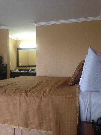 Howard Johnson Inn San Diego State University Area: New Room with New Vanity