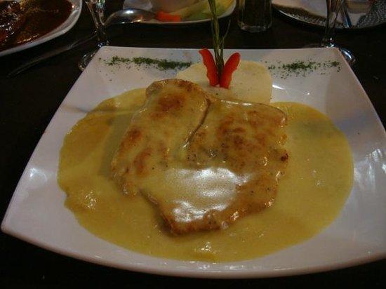 La Paloma: Pollo a la plancha bañado en salsa de mostaza y piña... en su punto los sabores