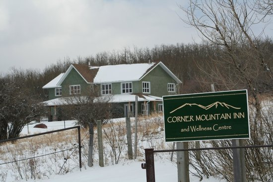 Corner Mountain Inn and Wellness Center: Such a Beautiful Spot in the Offseason