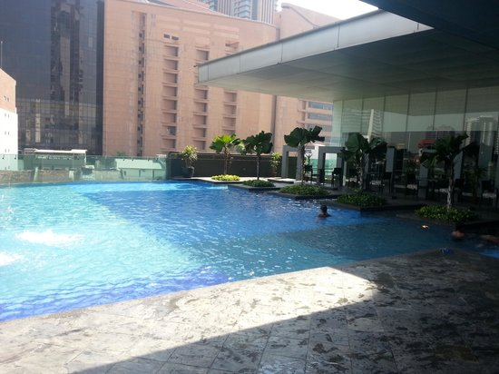 Furama Bukit Bintang: pool is small..dont expect olympic size