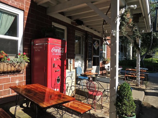 Muddy Boots Cafe: Store Front