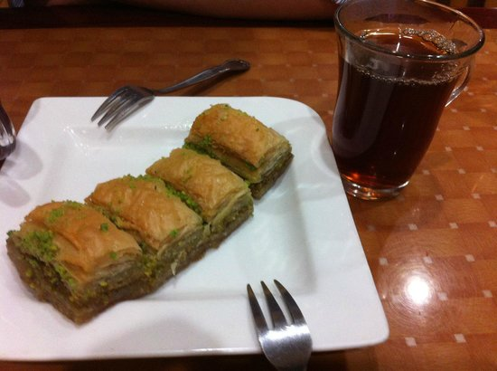 Istanbul Kebab House: Dessert- Baklava and Tea