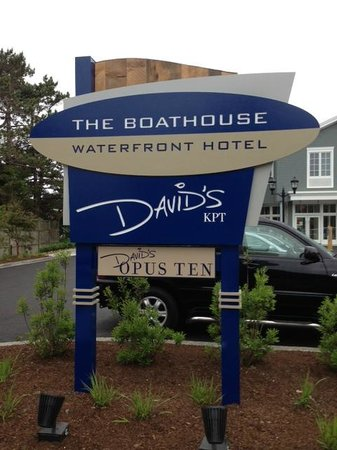 The Boathouse Waterfront Hotel: Entrance