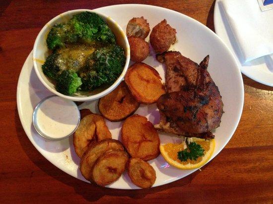 Three Li'l Pigs Barbeque Restaurant: Jerk Chicken plater