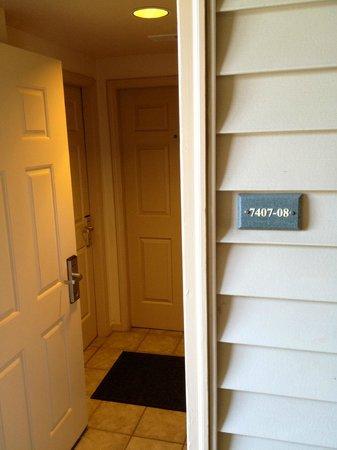 Ridge Pointe Tahoe: Outer door opens up to room doors