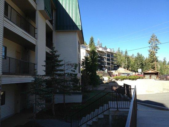 Ridge Pointe Tahoe: Hotel Exterior
