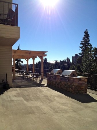 Ridge Pointe Tahoe: BBQ Area