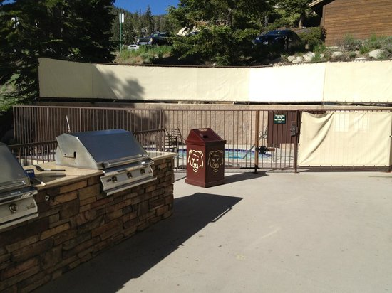 Ridge Pointe Tahoe: BBQ Area & Spa
