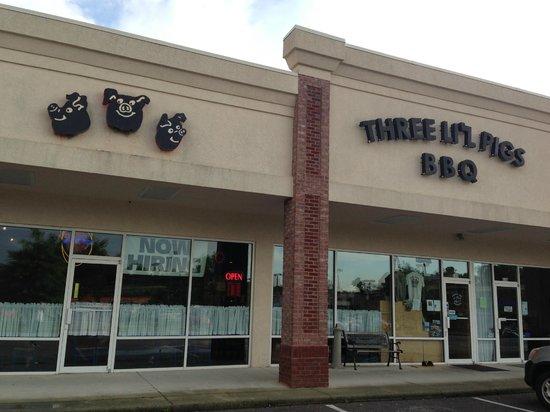 Three Li'l Pigs Barbeque Restaurant: New to the neighborhood