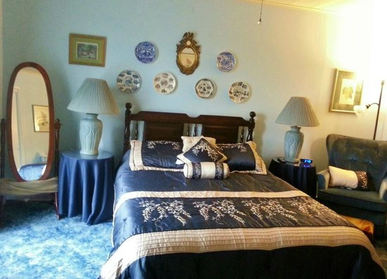 Kountry Living Bed and Breakfast: Rudy Room = Cozy room.